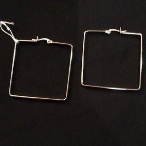 SVD Square hoop earrings